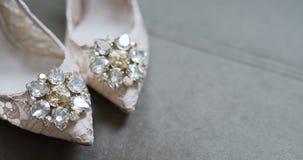 Γαμήλια παπούτσια φορεμάτων νυφών φιλμ μικρού μήκους