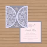Γαμήλια πρόσκληση ή ευχετήρια κάρτα με τη διακόσμηση λουλουδιών ελεύθερη απεικόνιση δικαιώματος