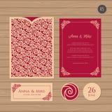 Γαμήλια πρόσκληση ή ευχετήρια κάρτα με τη floral διακόσμηση Έγγραφο Ελεύθερη απεικόνιση δικαιώματος