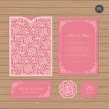 Γαμήλια πρόσκληση ή ευχετήρια κάρτα με τη floral διακόσμηση Έγγραφο Διανυσματική απεικόνιση