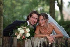 Γαμήλια φωτογραφία με την ανθοδέσμη Στοκ Εικόνες