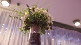 Γαμήλιες διακοσμήσεις από το άσπρο floristics τελετής λουλουδιών φιλμ μικρού μήκους