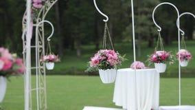 Γαμήλιες διακοσμήσεις από το κόκκινο floristics τελετής λουλουδιών φιλμ μικρού μήκους