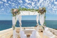 Γαμήλιες διακοσμήσεις στο βράχο Nossa Senhora Armacao de Pera Στοκ Φωτογραφία