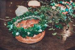 Γαμήλιες λεπτομέρειες - ένα στεφάνι από τα φύλλα για το γαμπρό στοκ εικόνα