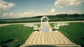 Γαμήλιος διάδρομος πυροβοληθε'ν τηγάνι 1080p 25fps φιλμ μικρού μήκους