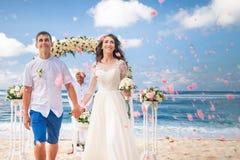 Γαμήλιο ζευγάρι ακριβώς παντρεμένο Στοκ Εικόνα