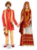 Γαμήλιο ζεύγος Gujaratii στο παραδοσιακό κοστούμι του Gujarat, Ινδία ελεύθερη απεικόνιση δικαιώματος