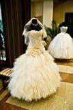 γαμήλιο λευκό φορεμάτων Στοκ εικόνες με δικαίωμα ελεύθερης χρήσης