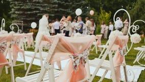 Γαμήλιο τοπίο υπαίθρια διακοσμητική floral απεικόνιση δύο λουλουδιών καρτών ανθοδεσμών ανασκόπησης διάνυσμα Οι προσκεκλημένοι φιλ φιλμ μικρού μήκους