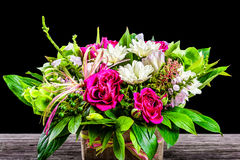 Γαμήλια ανθοδέσμη με τα τριαντάφυλλα και τα άσπρα gerberas, κινηματογράφηση σε πρώτο πλάνο στοκ φωτογραφία