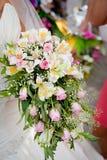Γαμήλια ανθοδέσμη με τα τριαντάφυλλα και το alstromeria Στοκ Εικόνα