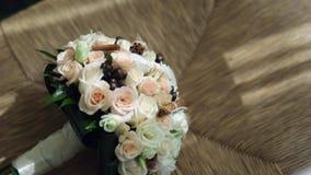 Γαμήλια ανθοδέσμη, λουλούδια, τριαντάφυλλα, όμορφη ανθοδέσμη απόθεμα βίντεο