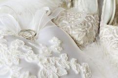 Γαμήλια δαχτυλίδια και εξαρτήματα Στοκ Φωτογραφία