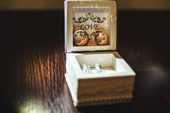Γαμήλια δαχτυλίδια με τον κόκκινο χρυσό Στοκ εικόνα με δικαίωμα ελεύθερης χρήσης