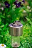 Γαμήλια δαχτυλίδια σε έναν λαμπτήρα κήπων Στοκ εικόνες με δικαίωμα ελεύθερης χρήσης