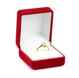 Γαμήλια δαχτυλίδια σε ένα κιβώτιο δώρων Στοκ Εικόνες