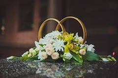 Γαμήλια δαχτυλίδια στο αυτοκίνητο Στοκ Εικόνα
