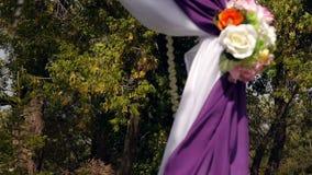 Γαμήλια αψίδα, ντεκόρ, τελετή, λουλούδια φιλμ μικρού μήκους