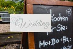 Γαμήλια ετικέτα σε έναν πίνακα κιμωλίας Στοκ Φωτογραφίες