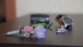Γαμήλια μπουτονιέρα Συνδέσεις μανσετών απόθεμα βίντεο