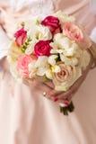 Γαμήλια νυφική ανθοδέσμη με τα δαχτυλίδια Στοκ εικόνες με δικαίωμα ελεύθερης χρήσης