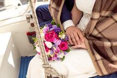 Γαμήλια νυφική ανθοδέσμη με τα δαχτυλίδια Στοκ εικόνα με δικαίωμα ελεύθερης χρήσης