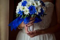 Γαμήλια νυφική ανθοδέσμη με τα δαχτυλίδια Στοκ φωτογραφία με δικαίωμα ελεύθερης χρήσης