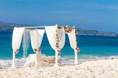 Γαμήλια οργάνωση, τροπική υπαίθρια δεξίωση γάμου, beauti Στοκ Φωτογραφία