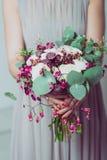 Γαμήλια λουλούδια εκμετάλλευσης παράνυμφων Στοκ Φωτογραφία