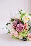 Γαμήλια λουλούδια στο υπόβαθρο χρώματος κρέμας Στοκ εικόνα με δικαίωμα ελεύθερης χρήσης