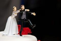 γαμήλια σύζυγος γλυπτών συζύγων διακοσμήσεων κέικ Στοκ Φωτογραφίες