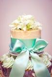 Γαμήλιες κέικ και κορδέλλες Cupcake Στοκ εικόνες με δικαίωμα ελεύθερης χρήσης