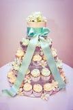 Γαμήλιες κέικ και κορδέλλες Cupcake Στοκ Εικόνες