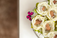 Γαμήλιες καραμέλα και πεταλούδα Στοκ φωτογραφίες με δικαίωμα ελεύθερης χρήσης