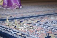 Γαμήλιες κορώνες για τα ζεύγη Στοκ Εικόνες