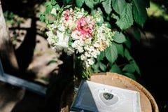 Γαμήλιες floral διακοσμήσεις Στοκ φωτογραφία με δικαίωμα ελεύθερης χρήσης