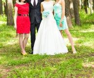 Γαμήλιοι φιλοξενούμενοι και newlyweds στοκ φωτογραφία με δικαίωμα ελεύθερης χρήσης