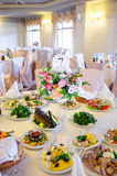 Γαμήλιος πίνακας με τα τρόφιμα Στοκ Εικόνα