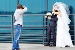 Γαμήλιος φωτογράφος Στοκ φωτογραφία με δικαίωμα ελεύθερης χρήσης