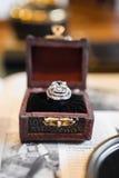 Γαμήλιο αναδρομικό δαχτυλίδι στοκ εικόνες με δικαίωμα ελεύθερης χρήσης