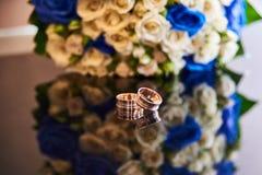 Γαμήλιο δαχτυλίδι στον πίνακα Στοκ εικόνες με δικαίωμα ελεύθερης χρήσης