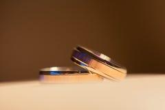 γαμήλιο λευκό δαχτυλιδιών ανασκόπησης ανοιχτό Στοκ εικόνες με δικαίωμα ελεύθερης χρήσης