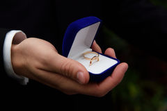 γαμήλιο λευκό δαχτυλιδιών ανασκόπησης ανοιχτό Στοκ Εικόνες