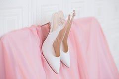 γαμήλιο λευκό παπουτσιών στοκ φωτογραφίες
