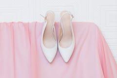γαμήλιο λευκό παπουτσιών στοκ φωτογραφία