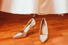 γαμήλιο λευκό παπουτσιών Στοκ εικόνες με δικαίωμα ελεύθερης χρήσης