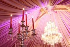 γαμήλιο λευκό τριαντάφυλλων μαργαριταριών πρόσκλησης διακοσμήσεων ντεκόρ καρτών μπουτονιερών ανασκόπησης Στοκ φωτογραφία με δικαίωμα ελεύθερης χρήσης