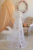 γαμήλιο λευκό φορεμάτων Στοκ φωτογραφίες με δικαίωμα ελεύθερης χρήσης