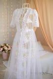 γαμήλιο λευκό φορεμάτων Στοκ φωτογραφία με δικαίωμα ελεύθερης χρήσης
